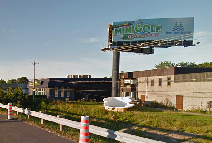 Panneau publicitaire OAIQ autoroute mini golf st-sauveur